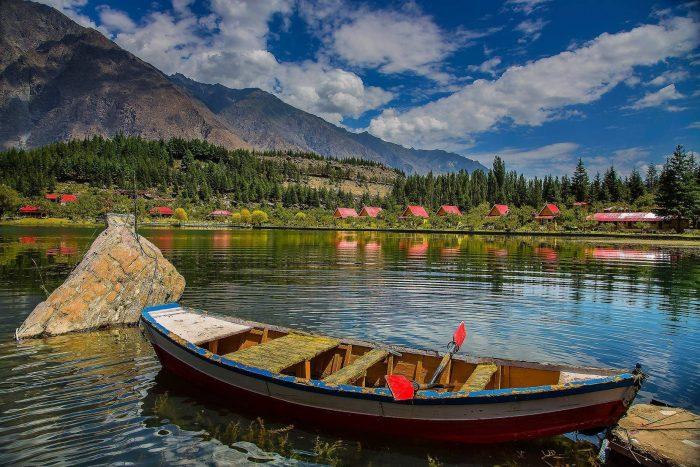 Kachura Lake